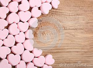 marshmallows-καρ-ιών-πέρα-από-το-ξύ-ινο-υπόβαθρο-49243329
