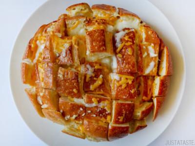 Fırında kaşar peynirli ekmek